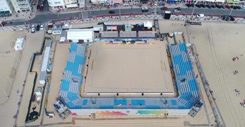 Estádio do Viveiro está a ser instalado na Praia da Nazaré